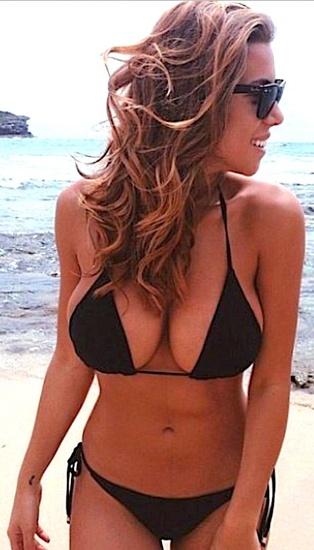Wanna kneel Bikini picture rate ses gémissements